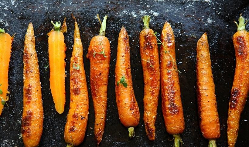 Ψητά καρότα με γκρεμολάτα