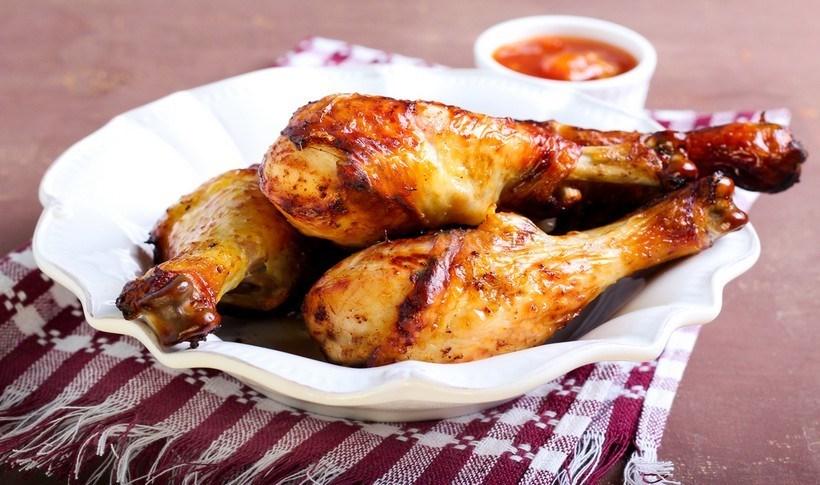 Μπουτάκια κοτόπουλου με βερίκοκα και σταφίδες