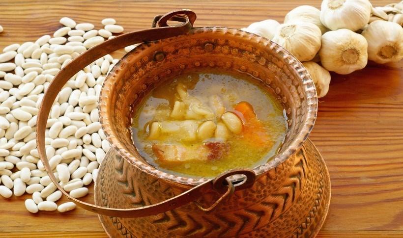 Σούπα με λευκά φασόλια, μπέικον και μυρωδικά