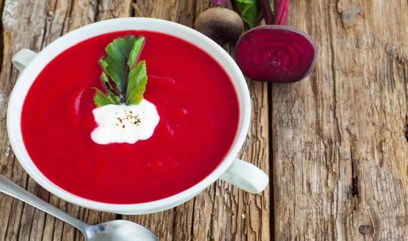 Σούπα ντομάτα-παντζάρι με κύμινο
