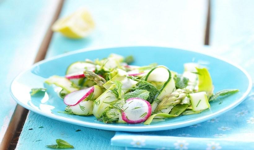 Καλοκαιρινή σαλάτα με ψιλοκομμένα λαχανικά