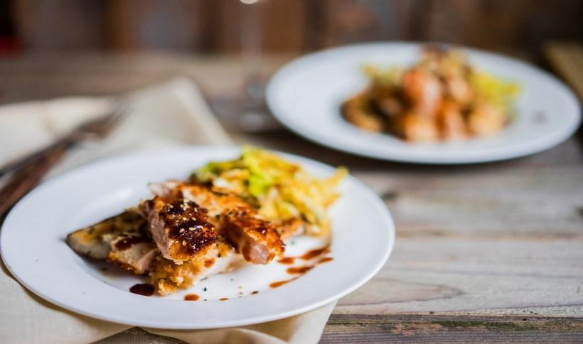 Στήθος κοτόπουλο με σάλτσα αγκινάρας και ελιάς