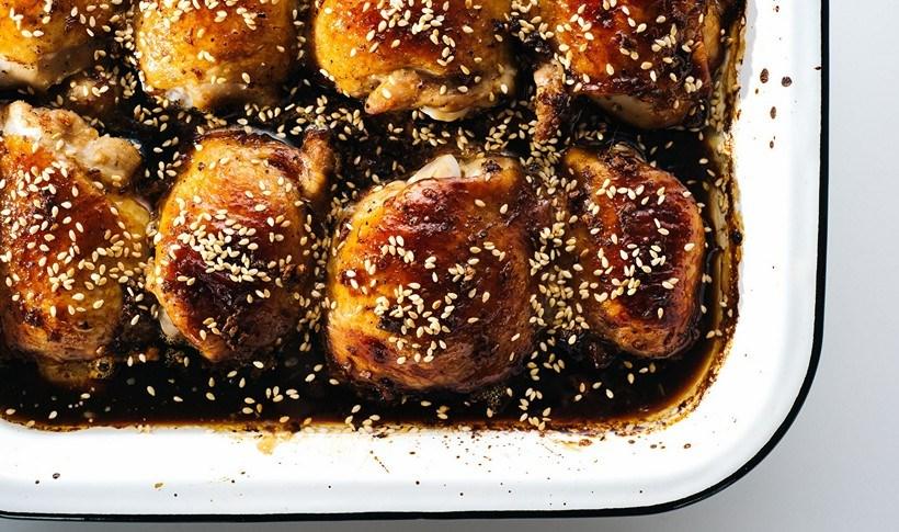 Μπουτάκια κοτόπουλου με μέλι και σουσάμι στο φούρνο