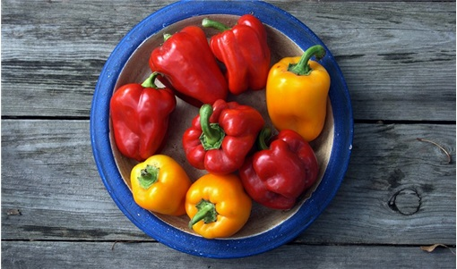 Πώς ψήνω και ξεφλουδίζω εύκολα τις πιπεριές