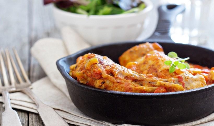 Κοτόπουλο φούρνου σε σάλτσα πουτανέσκα