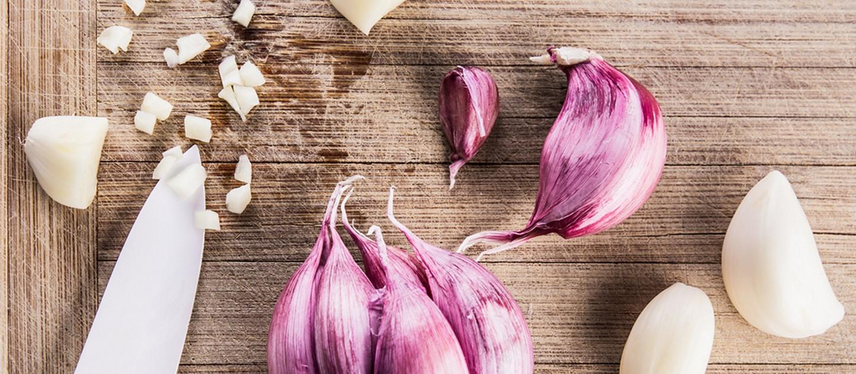 Πώς να καθαρίσω και να λιώσω γρήγορα το σκόρδο