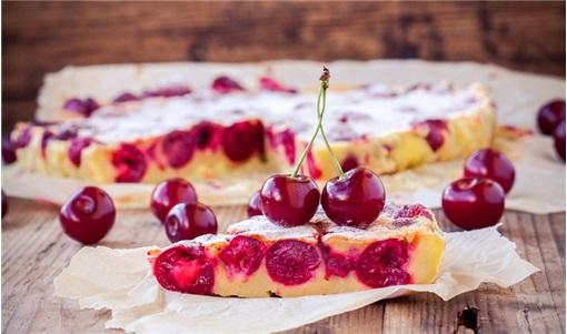 Εύκολο γλυκό με κεράσια (κλαφουτί)