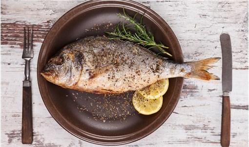 Πώς να ψήσω σωστά το ψάρι στη σχάρα