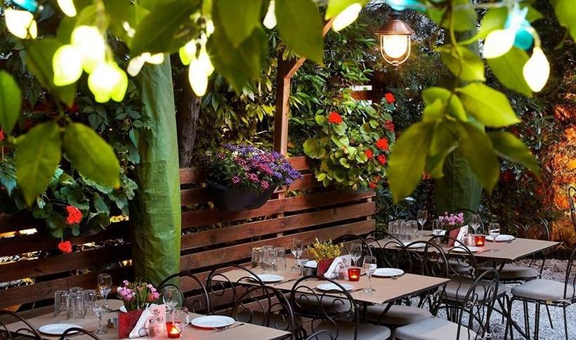 Αθήνα: 10 νόστιμες αυλές για το καλοκαίρι
