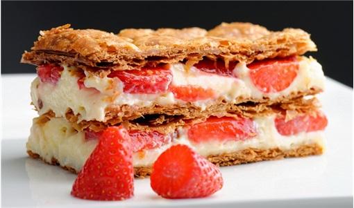 Τραγανό μιλφέιγ με φράουλες