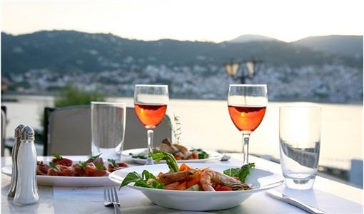 Σκόπελος: 10 στάσεις για καλό φαγητό