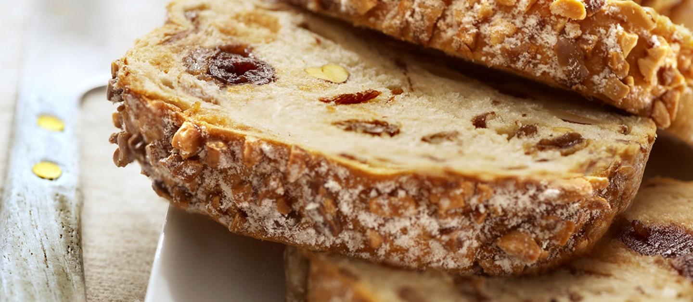Γλυκό ψωμί με σταφίδες και καρύδια