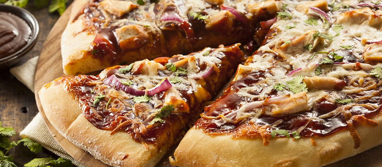 Πίτσα με κοτόπουλο και σπιτική σάλτσα BBQ