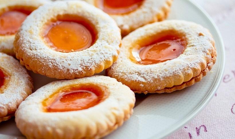 Μπισκότα βουτύρου γεμιστά με μαρμελάδα