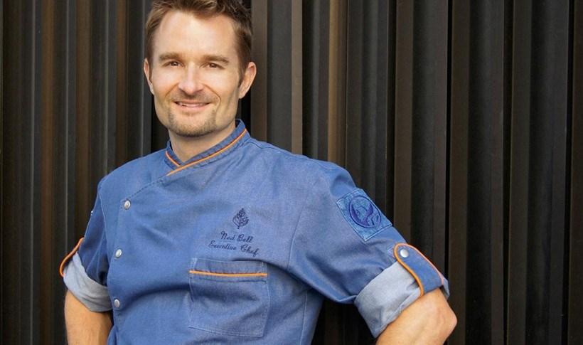 Σαλάτα με σολομό και μύρτιλα από τον Ned Bell, executive chef στο Four Seasons Hotel Vancouver