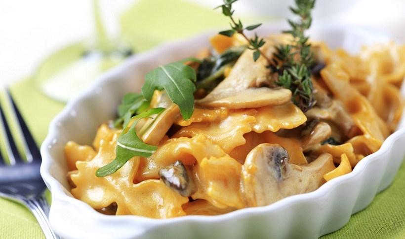 Φαρφάλες με κρεμώδη σάλτσα από μανιτάρια και κατσικίσιο τυρί