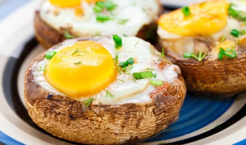 Μανιτάρια γεμιστά με αυγό και τυρί
